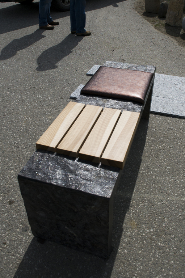 w4stone Sitzbank mit 2 verschiedenen Sitzflächen